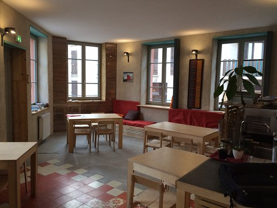 La Maison Rouge - Backpacker Hostel