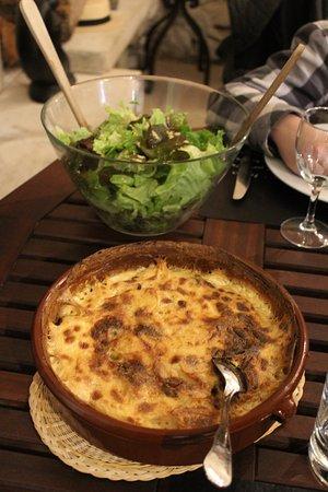 Velleron, France: gratin dauphinois et sa salade verte