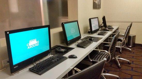 Doubletree Hotel Metropolitan - New York City: business center PCs