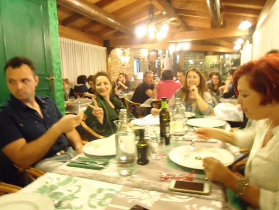 Вайано, Италия: cena con amici Sottovoce vaiano