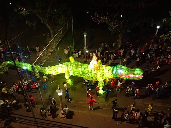Karavansara Retreat & Residences: Our amazing view of the Giant Puppet Parade from our balcony!