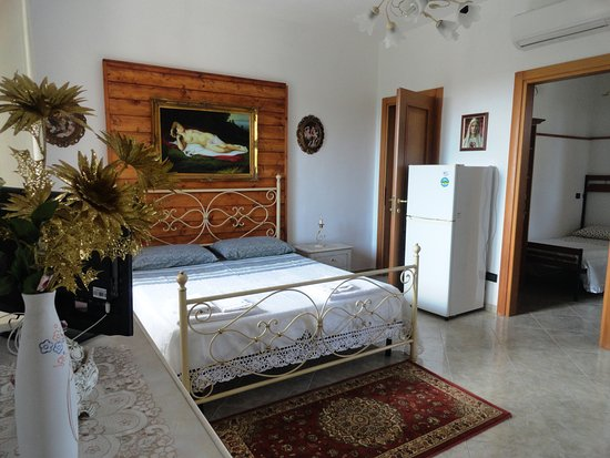 Alloggio in Villa Cristina: Bicamera DELUXE, matrimoniale + cameretta singola +  bagno privato + ampia veranda arredata