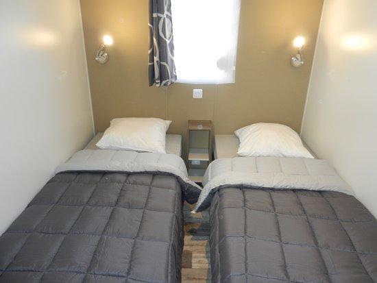 Camping Lu0027Eté Indien : Mobil Home 2 Chambres Confort, Deux Lits Simples,