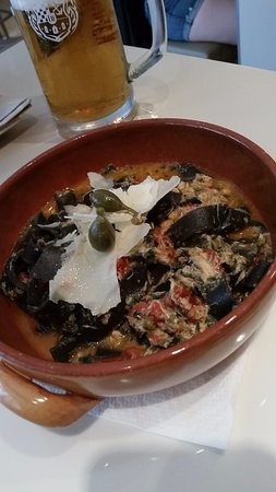 Bistro Gourmet Kalelarga: Black tagliatelle (i think) with crab and capers and something else - so TASTY