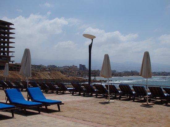 Coral Beach Hotel & Resort: Виды из прибрежной зоны отеля