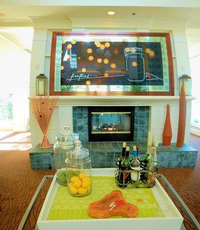 Hall dell\'hotel - Picture of Hilton Garden Inn Savannah Airport ...