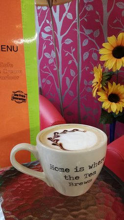 Midsomer Norton, UK: Cappuccino is a piece of art