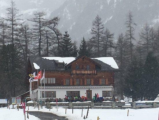 Bever, Zwitserland: Einladend bei jedem Wetter