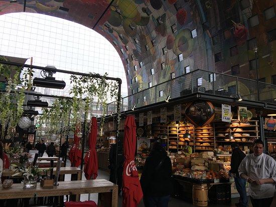 Markthalle Mit Den Fenstern Der Wohnungen Rechts Oben Bild Von