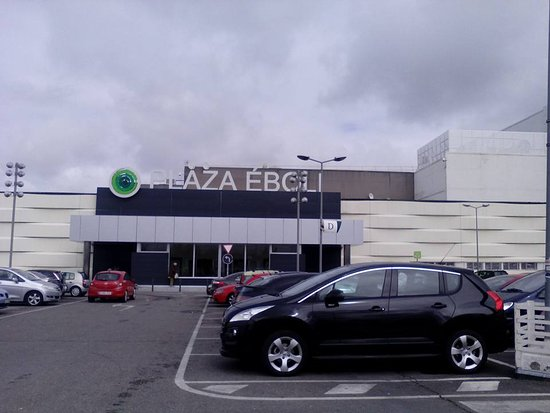 Centro Comercial Plaza Éboli, Pinto, Provincia de Madrid.