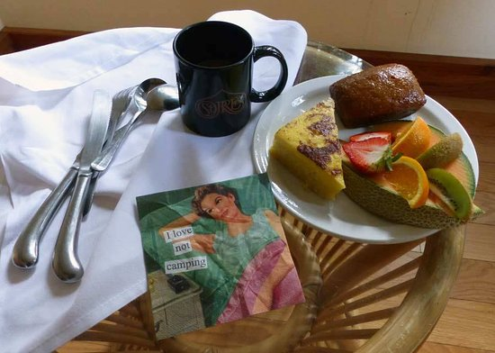 St. Orres: Breakfast delivered to room in the morning- YUMMY!