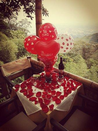Decoracion De Mesa Para Cena Romantica Fotografia De Restaurante