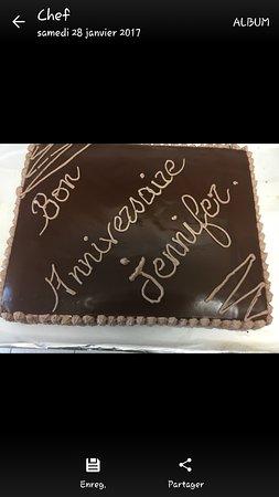 Beaucaire, France : Gâteau d'anniversaire maison pour une cliente
