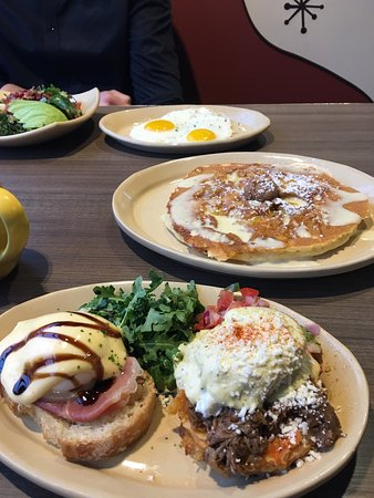 Great pancakes and chicken sausage - Review of Snooze an AM