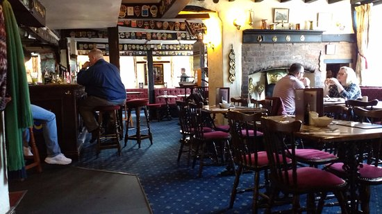Ye Olde Red Lion Hotel, Market Bosworth: Bar view from Restaurant Area