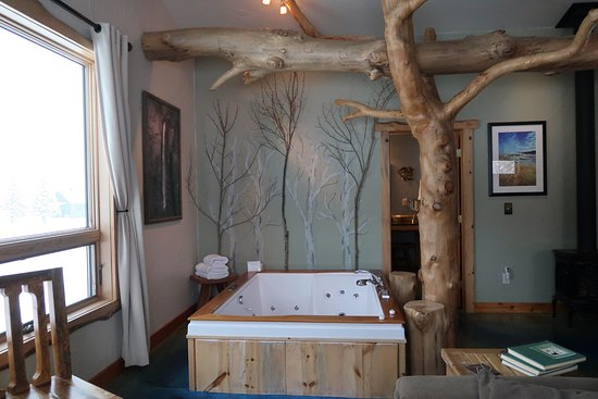 Blue Sky Cabins: Hot tub in the Spirit Cabin