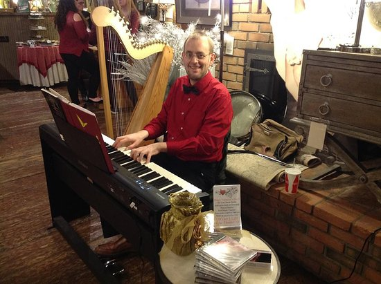 Wooster, Огайо: Playing piano and harp at there annual Sweetheart Dinner