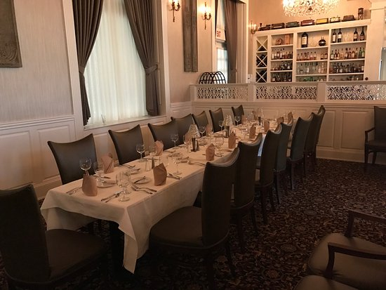 Charleston, WV: Laury's Restaurant