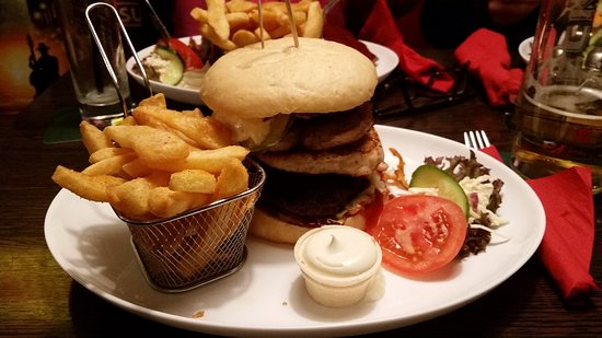 Schloss Holte-Stukenbrock, Germany: Burger, Steak und Spare Rips......