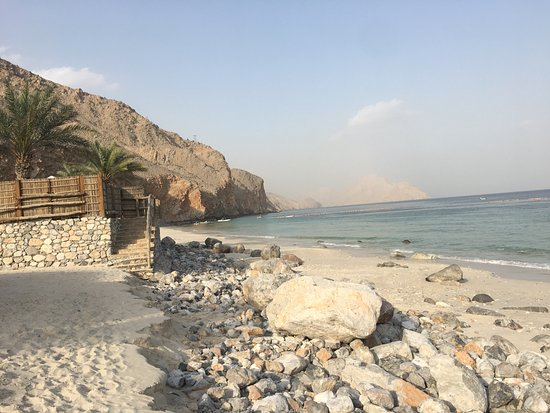 Six Senses Zighy Bay: Beach is rocky to stop erosion, it is clean and there are places you can access the beach villas