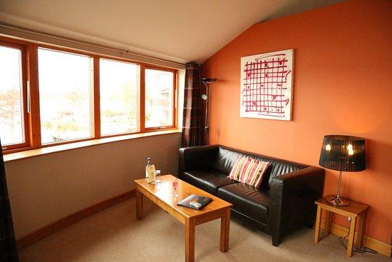 Athlone, Ireland: Navarra Suite seating area