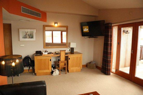 Athlone, Ιρλανδία: Navarra suite seating area