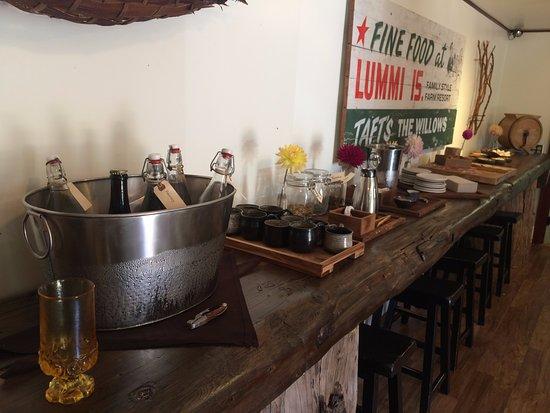 Lummi Island, WA: Check-in area with refreshments