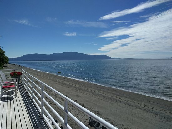 Lummi Island, واشنطن: Full ocean view from the shared deck