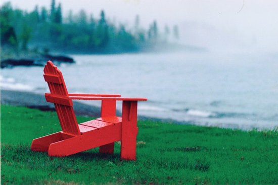 Naniboujou Historic Lodge Restaurant: Enjoy a quiet morning on one of our adirondack chairs on the shore of Lake Superior.
