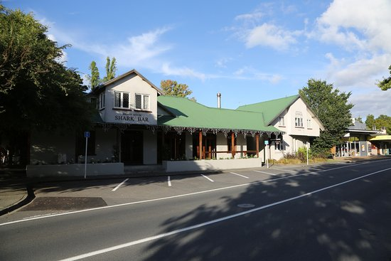 Warkworth, New Zealand: Front of the Bridgehouse Lodge complex
