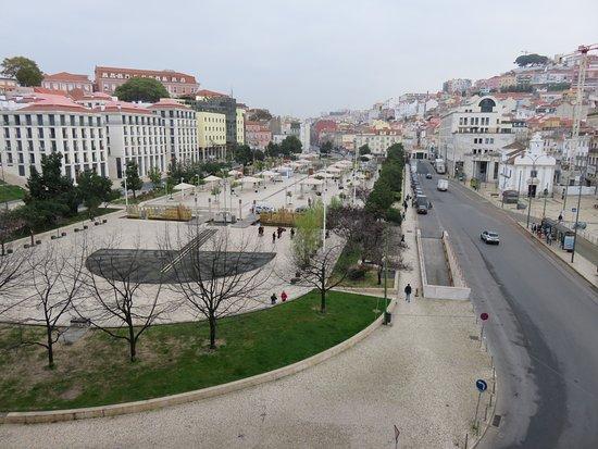 Hotel Mundial : 部屋の前が公園で支障物が無いので、開放感があり利用者の動きがわかります。