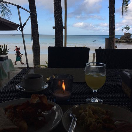 Willy's Beach Hotel: Beautiful view while having Breakfast.