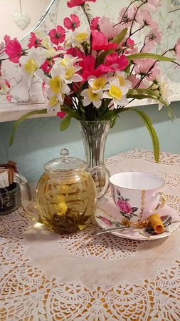 Hampshire, UK: flowering tea