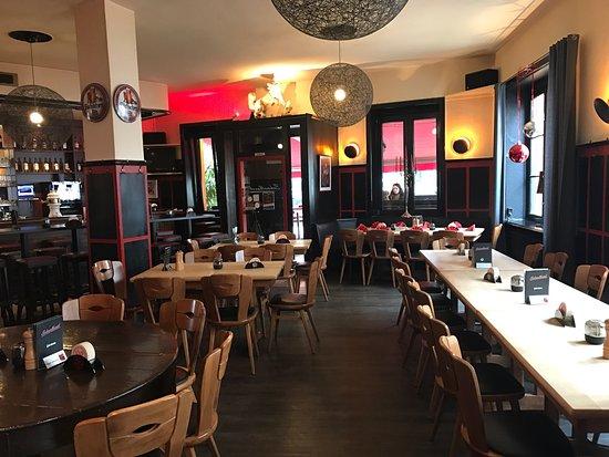 schmalbauch d sseldorf flingern nord restaurant bewertungen telefonnummer fotos. Black Bedroom Furniture Sets. Home Design Ideas