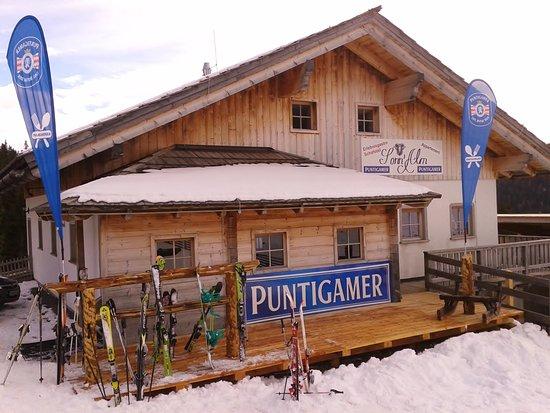 Urige Skihütte mit super Flair, gutem Essen und freundlichem Personal. www.ski-lachtal.at