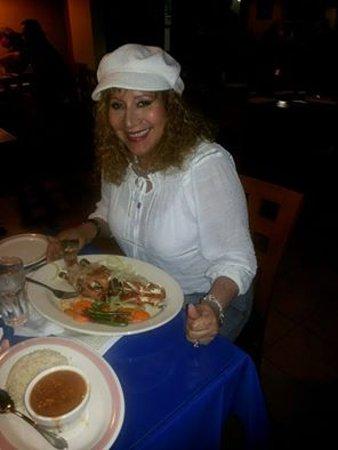 Tino's Restaurant: Estaba solita degustando tan exelente comida