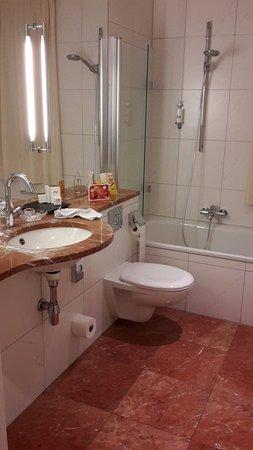 Romantik Hotel Weinhaus Messerschmitt: Salle de bains
