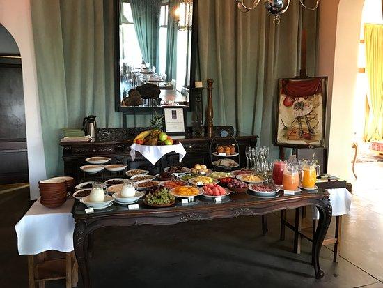 Cavas Wine Lodge: Breakfast Spread