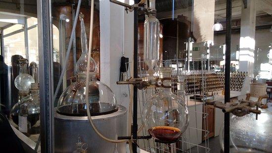 c2cdc58aea6 Equipamentos para fabricação de perfumes - Picture of Parfumerie ...