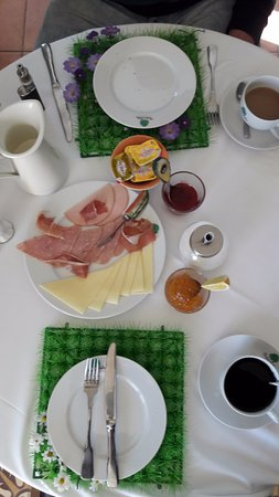 Elatochori, Griechenland: breakfast made for us!