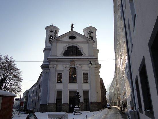 St Markus Church: 旧市街への入口に建つ、華麗なマルクス教会