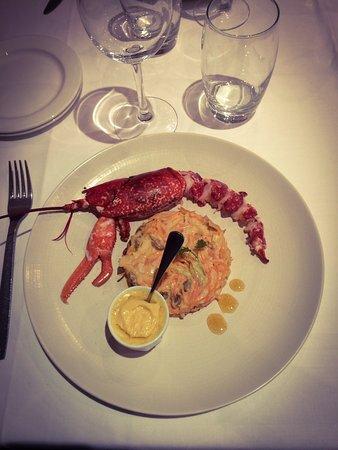 Cabourg, Frankreich: Menu saint Jacques délicieux en entrée et en plat avec un demi homard et pour Monsieur un menu e