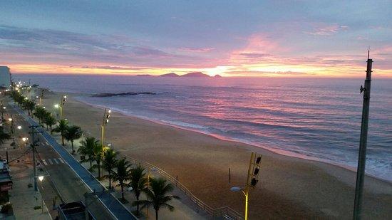 Cavaleiros Beach: 20170228_053221_large.jpg