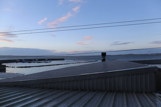 Bowmore, UK: There are windows with better view i recon but it is till very good to wake up to.