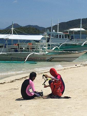 Бусуанга, Филиппины: how not to get sunburned on pass island