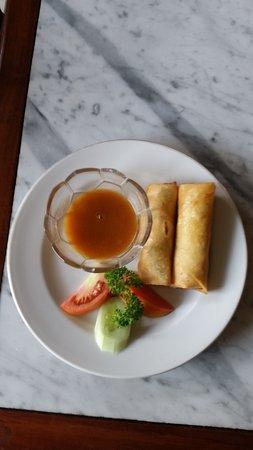 Puri Mesari Hotel & Suites: spring rolls