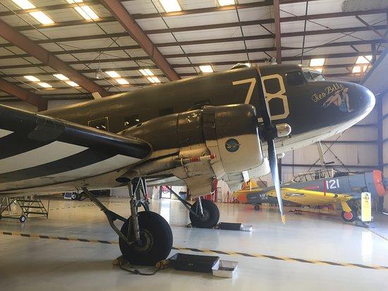 Valiant Air Command Warbird Museum: C-47 caro/transport
