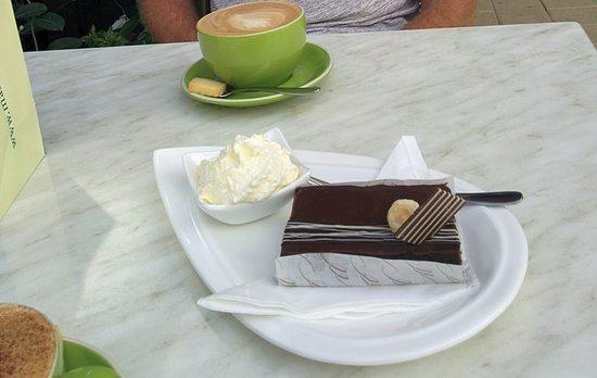 Kerikeri, New Zealand: Chocolate brownie slice, beautifully presented
