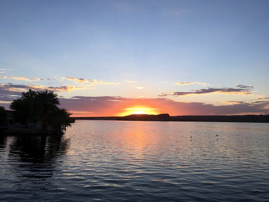 BlueWater Resort and Casino: Sunset from the outdoor bar