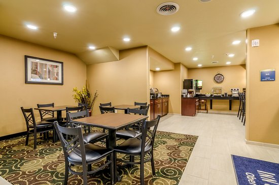 Cobblestone Inn & Suites Oberlin: Full Breakfast 6-10 a.m. Monday - Friday  7-10 a.m. Saturday & Sunday